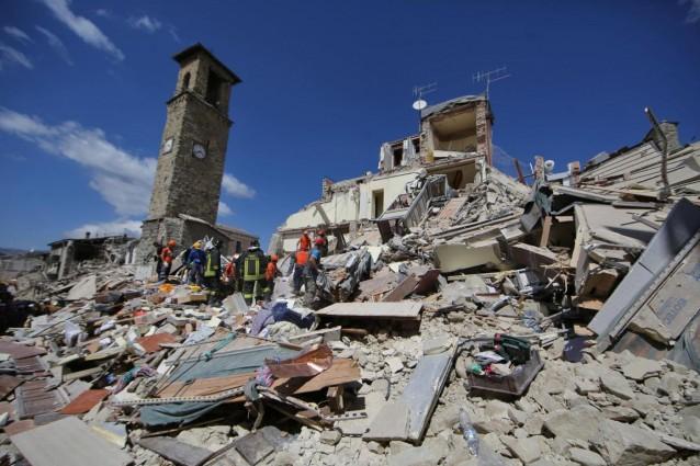 Lorologio-del-campanile-di-Amatrice-fermato-dal-sisma-2-638x425